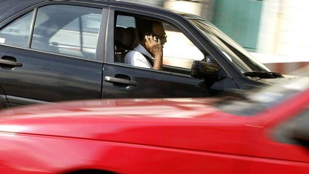 driving_using_mobile_phone